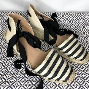 Summer espadrilles with black ankle ties. Size 39